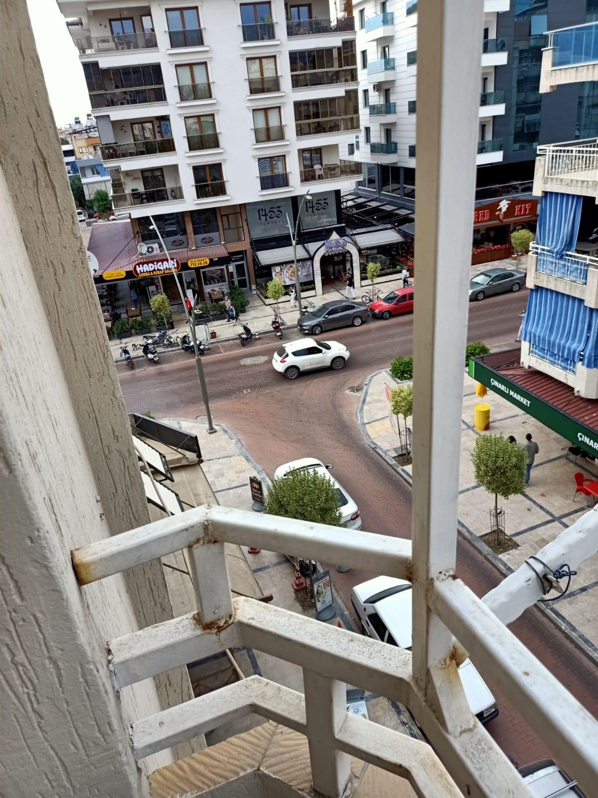 Çınarlı Caddesinde 3+1 kiralık daire